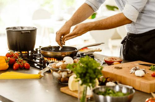 Chef à domicile en cuisine