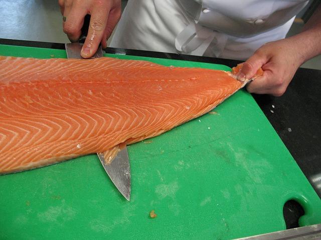 Découpe filet saumon